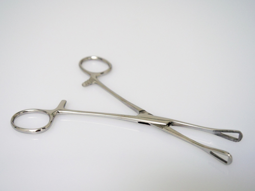 iTC Tattoo et Piercing - Pince clamp petit triangle 4x11mm, long.15.5cm